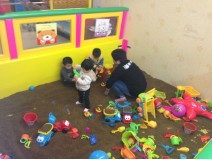Let's find something new in the indoor playground