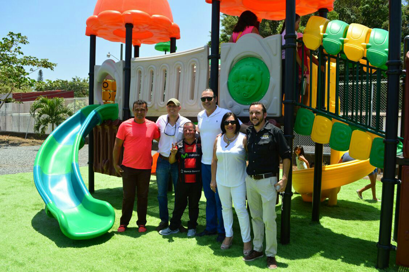 Outdoor play equipment installed in Costa rica